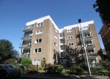 Thumbnail 2 bed flat to rent in Sunset Avenue, Woodford Green