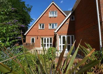 2 bed flat to rent in Elgin Place, St. Georges Avenue, Weybridge KT13