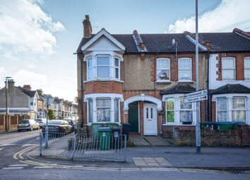 Thumbnail 1 bed flat for sale in Queens Avenue, Watford