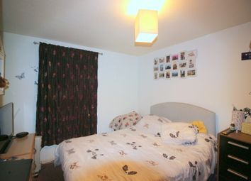 Thumbnail 2 bed flat to rent in Peridot Street, London