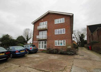 2 bed flat to rent in Elm Park Road, Pinner HA5