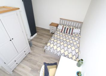 Thumbnail 5 bed flat to rent in Bells Square, Sheffield