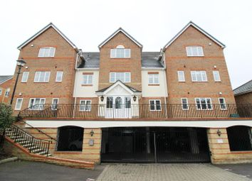 Thumbnail 2 bedroom flat to rent in Patrick Road, Caversham, Reading