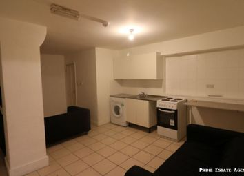 Thumbnail 1 bed flat to rent in Hanbury Street, Shoreditch