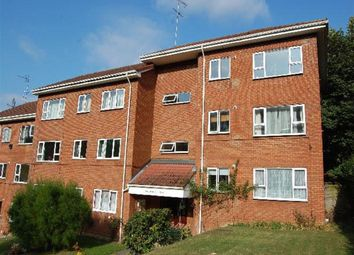 Thumbnail 2 bed flat to rent in Hillside Road, Harpenden