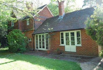 Thumbnail 4 bed cottage to rent in Chobham, Surrey