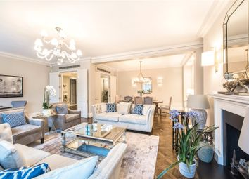 Thumbnail 4 bed flat to rent in Grosvenor Square, London