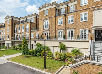 3 bed flat for sale in Willoughby Lane, Bromley, Kent BR1