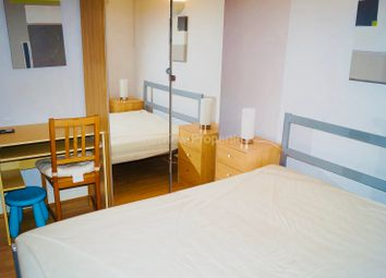 Room to rent in 10 Westferry Road, Canary Wharf, London E14