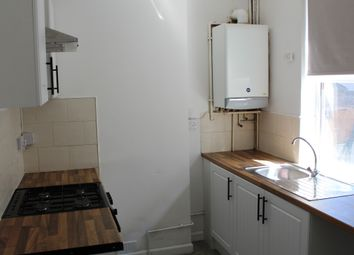 2 bed flat to rent in Gipsy Lane, Leicester LE4