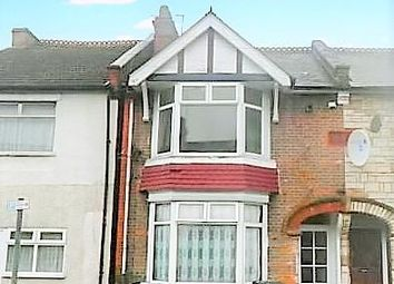 2 bed maisonette to rent in Addiscombe Road, Watford, Hertfordshire WD18