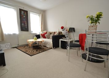 1 bed flat to rent in Villiers Avenue, Surbiton KT5