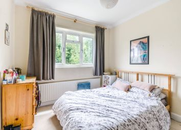 2 bed flat to rent in Culverden Road, Balham, London SW12