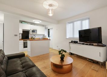 2 bed flat to rent in Lee High Road, London SE13
