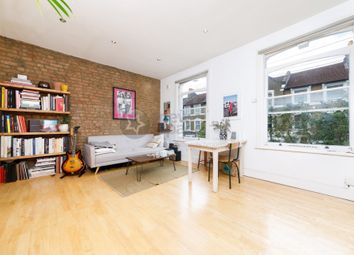 2 bed flat to rent in Reighton Road, Clapton E5