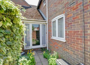 Thumbnail 2 bedroom flat to rent in Victoria Road, Marlow