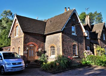 Thumbnail 3 bed cottage for sale in Nutfield Road, Redhill