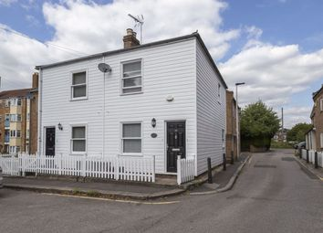 2 bed property to rent in Chestnut Mews, The Square, Woodford Green IG8