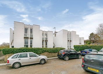 Riverside, Dorking RH4. 2 bed flat for sale