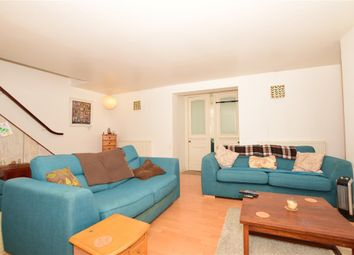Wellington Crescent, Ramsgate, Kent CT11. 2 bed flat