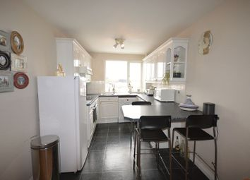 Thumbnail 3 bed flat to rent in Station Road, Beaconsfield
