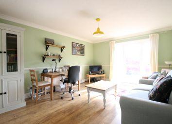 Thumbnail 1 bedroom flat to rent in Roebuck Close, Horsham