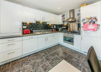 Thumbnail 2 bedroom flat for sale in Thornton Side, Redhill