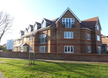 Thumbnail 2 bed flat to rent in Larchfield Road, Maidenhead