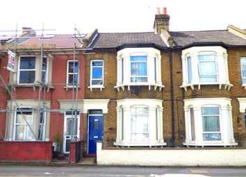 Thumbnail 1 bed flat to rent in Haydon's Road, Wimbledon