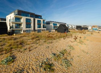 Fishermans Beach, Hythe CT21. 3 bed flat for sale