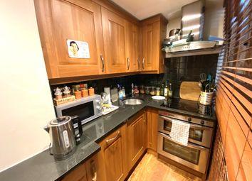 Belmont Mews, Upper High Street, Thame OX9. 2 bed flat