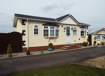 Thumbnail 2 bedroom mobile/park home for sale in Stratton Park Drive, Biggleswade, Bedfordshire