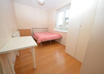 4 bed flat to rent in Thornicroft House, Stockwell SW9