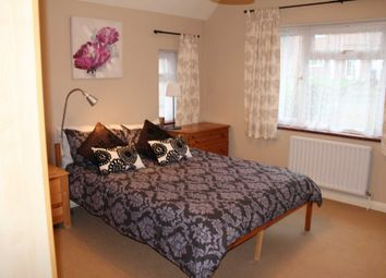 Room to rent in Room 3, 79 High View Road, Guildford GU2