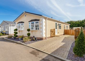 Thumbnail 2 bed mobile/park home for sale in London Road, Fowlmere, Royston