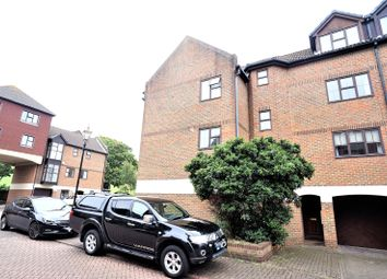 3 bed end terrace house to rent in Hathaway Court, Esplanade, Rochester ME1