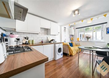 Thumbnail 4 bedroom flat to rent in Finsbury Road, London