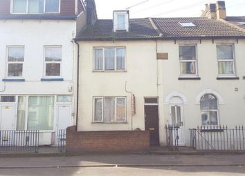 Thumbnail Room to rent in Luton Road, Chatham