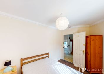 Thumbnail Room to rent in Victoria Mews, Crawley