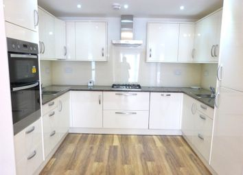 Thumbnail 2 bed flat to rent in Halleswelle Road, Temple Fortune, Londion
