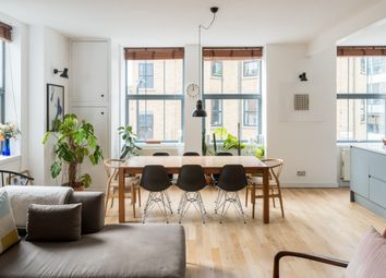 Florfield Road, London E8. 2 bed flat for sale