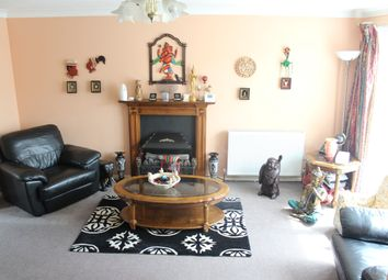 Thumbnail Studio to rent in Oakley Close, Isleworth