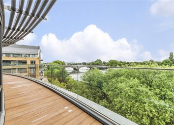 3 bed flat to rent in Quayside House, 8 Kew Bridge Road, Brentford TW8