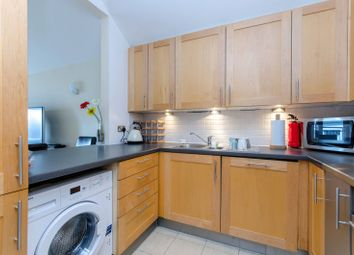 2 bed flat to rent in City Road, Angel, London EC1V