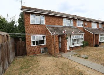 2 bed maisonette to rent in Dunbar Drive, Woodley, Reading RG5