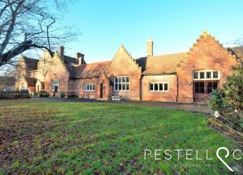 Dunmow CM6. 6 bed detached house for sale