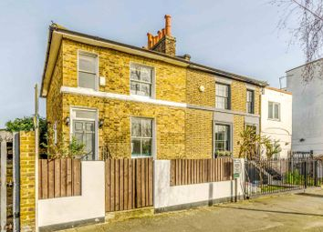 Thumbnail 2 bed property to rent in Buckingham Road, De Beauvoir Town, London