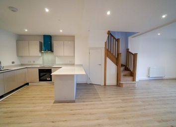 Thumbnail 3 bed barn conversion to rent in Parkgate Road, Mollington, Chester