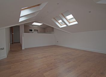 Thumbnail 2 bed flat to rent in Brunswick Park Road, New Southgate