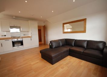Thumbnail 2 bed flat to rent in Woodcote Road, Caversham